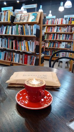 Greater Sydney, Australië: Coffee time inside Berdelouw Bookshop.