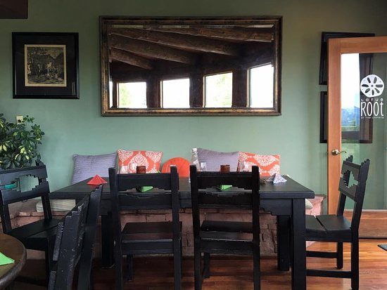 Ridgway, โคโลราโด: comfy inside seating...right upstairs is rooftop dining with a view!