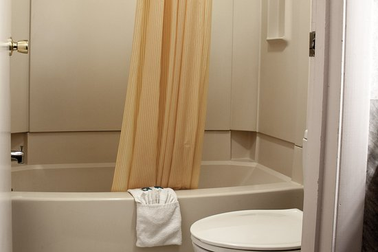 Williamstown, KY: Bathrooms