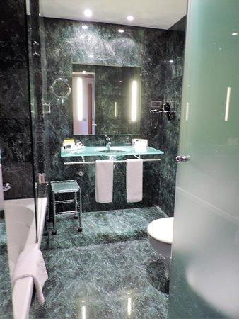 Eurostars Lisboa Parque: Bath area
