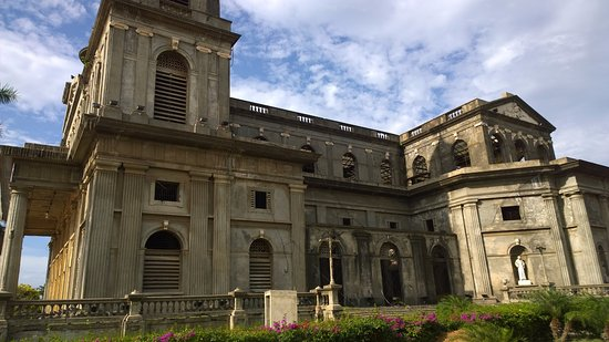Vista lateral de la antigua catedral de Managua