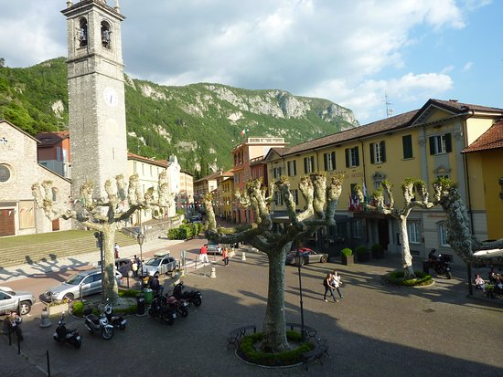 Albergo del Sole: A View of the square with one of the churches.