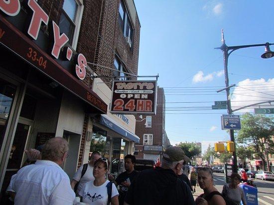 Astoria, Nowy Jork: On Ditmars Blvd