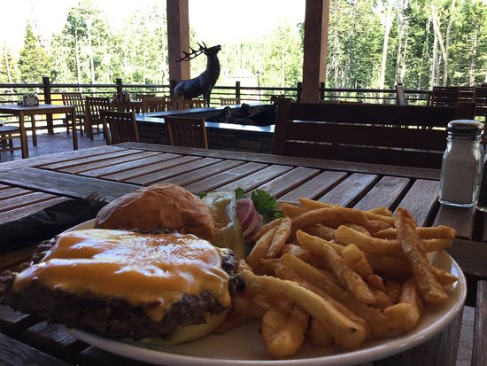 Brian Head, UT: Excellent Cheeseburgers at the restaurant located on the second level!  And great service from t