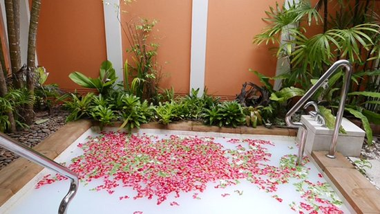 Sikao, Thailand: Floral bath at massage place in hotel