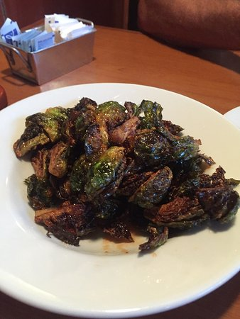 Fullerton, كاليفورنيا: Came here for dinner it was fine dining without the price tag. Brussels sprouts are AMAZING!