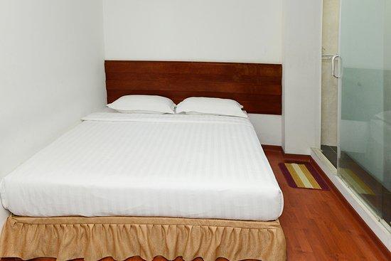 Yangon Regency Hotel: standard double no window room