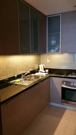 Oakwood Premier Cozmo Jakarta: Kitchen is fully equipped