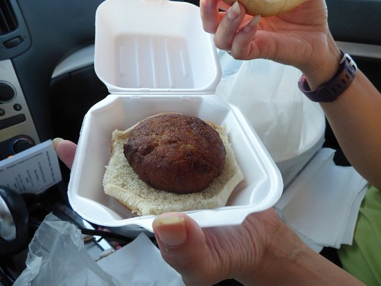 Quality Seafood Market: Crab Cake Sandwich - Look how dark it is in color and it was barely warm.