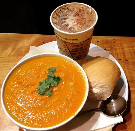 Port Alberni, Kanada: Soup, bun and a Latte
