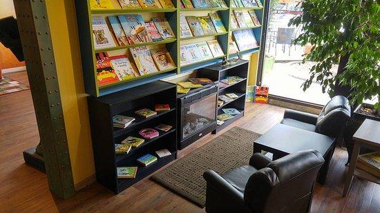 พอร์ตอัลเบอร์นี, แคนาดา: Kids section in our Free Library Lounge