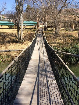Glenburn Lodge : Hanging bridge over the river.
