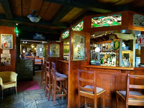Island View House: Olde Castle Bar, Donegal