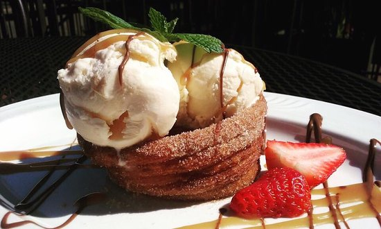 Meriden, CT: New dessert and pizzas by chef teddy at Zorba's restaurant..!!!