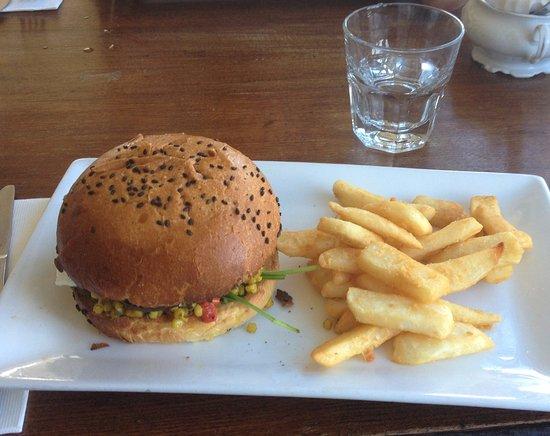 Bulli, Australia: Not so sublime $20 burger