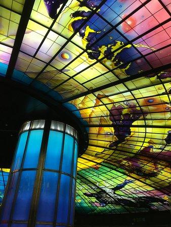 Kaohsiung Subway: 美麗島駅のステンドグラス