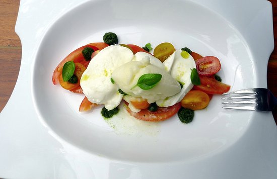 Ballum, Hollanda: Nobel Variaties en Texturen van Tomaat met Mozzarella en Pesto