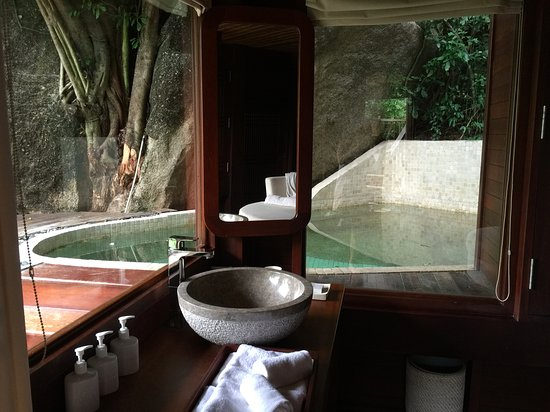 An Lam Ninh Van Bay Villas: Private swimming pool in every villa