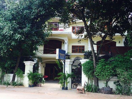 River Village Manor: Hotel Exterior