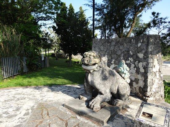 Naha, Japón: 雨乞御嶽の隣に安置されている御茶屋御殿石獅子です。