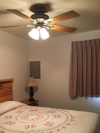 Yellowstone Village Inn: Second bedroom