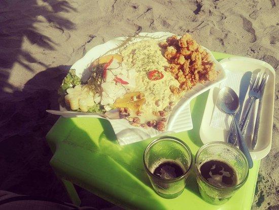 Mollendo, Perú: Triple Charlies(cebiche, perol y chicharron de calamar)