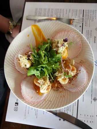 Williamstown, Австралия: Scallops were amazing tasting AND wonderfully presented.