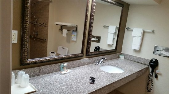Quality Inn And Suites Panama City: July 2016...just ok..