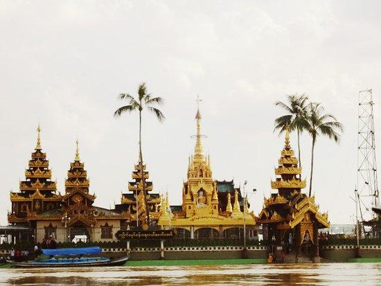 Yangon Region, Myanmar: Ye le Pagoda