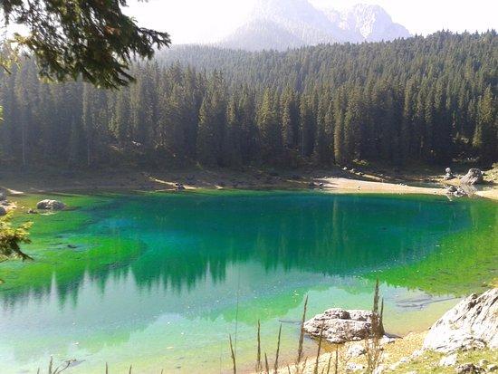 Garní Stella Alpina: lago di Carezza
