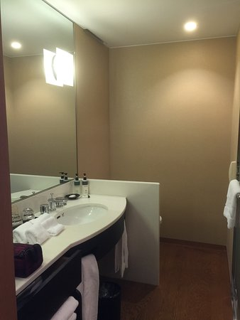 Hotel Granvia Kyoto: Clean, tidy, spacious bathroom