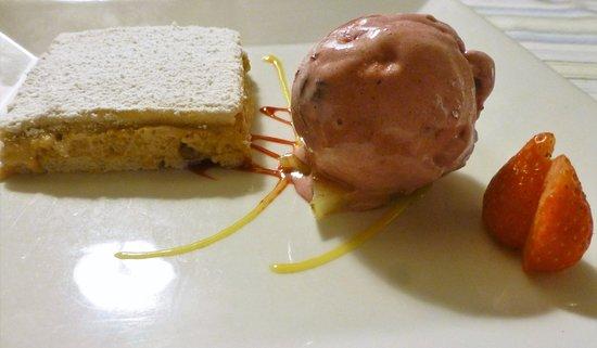 Sevignacq-Meyracq, Fransa: Exquis gâteau Russe parfaitement accompagné du sorbet cerise