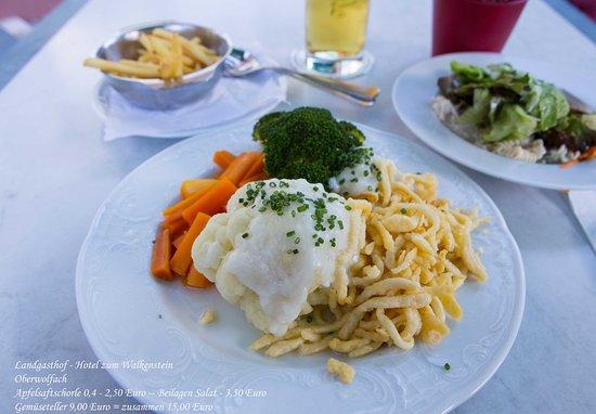 Oberwolfach, Tyskland: Gemüseteller mit Spätzle-Pommes und Salat 9,00 Euro