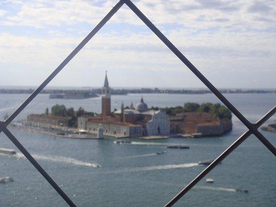 Campanile di San Marco: VISTA DE SAN GIORGIO MAGGIORE