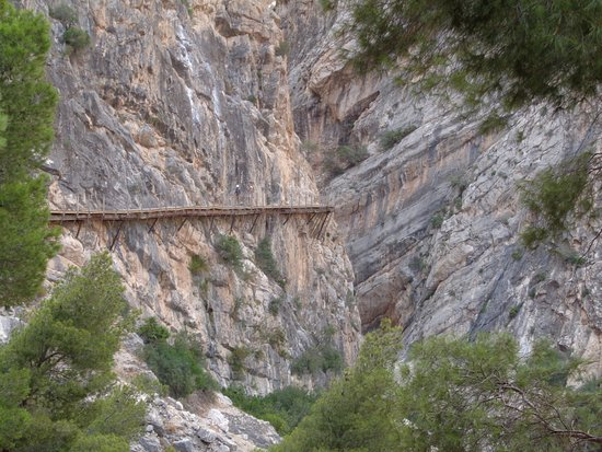 El Chorro, Spania: one of the new walkways you can see the parts of the old beneath