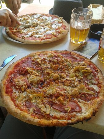 Pizzeria Briksen Bled : Huge and good Pizza!