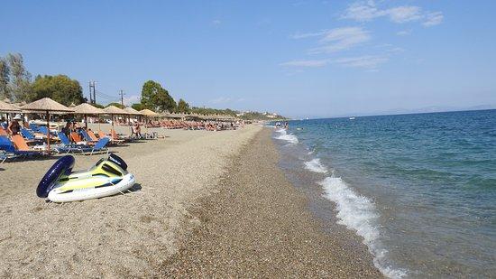 Mavrovouni Beach: Τραβηγμένη από τον Δεμέστιχα.