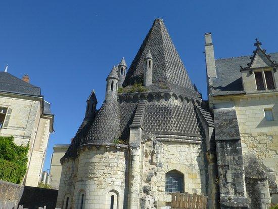 Fontevraud-l'Abbaye, Francia: la cuisine et ses cheminées