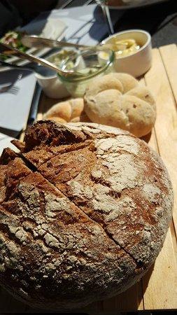 Alphen aan den Rijn, هولندا: Verse broodjes erbij