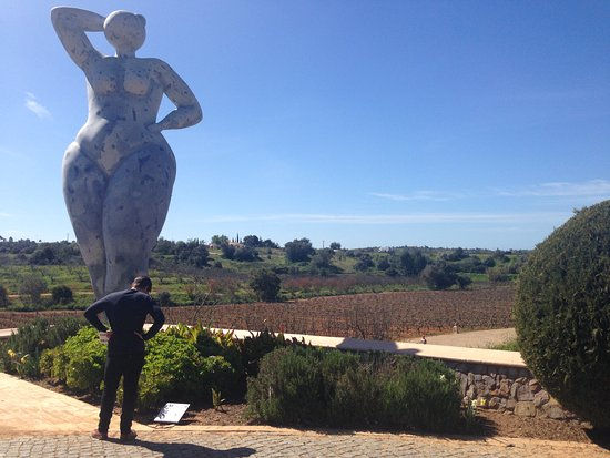 Estombar, Portugal: Sculptures at Quinta dos Vales (Sunny day in March 2016)