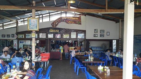 Sapphaya, Thailand: ภายในร้านกว้างครับ มีที่นั่งเยอะครับ
