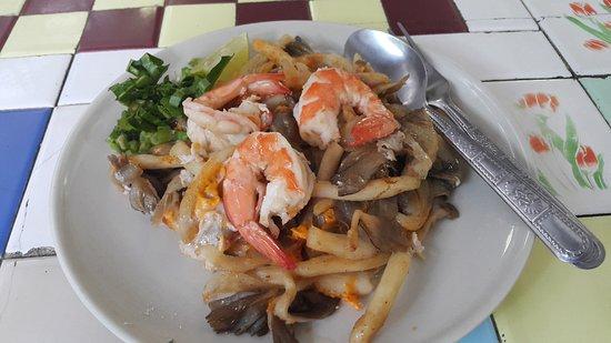 Sapphaya, Thailand: ผัดไทย เห็ดนางฟ้า อร่อย เหมาะสำหรับท่านที่รักสุขภาพครับ