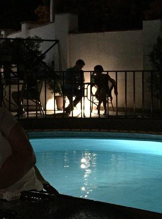 โรงแรมเบ็ทซี้: Nice ambiance around the pool