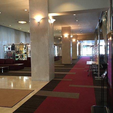 ANA Crowne Plaza Ube: ANAホテル 1階ロビー 内観