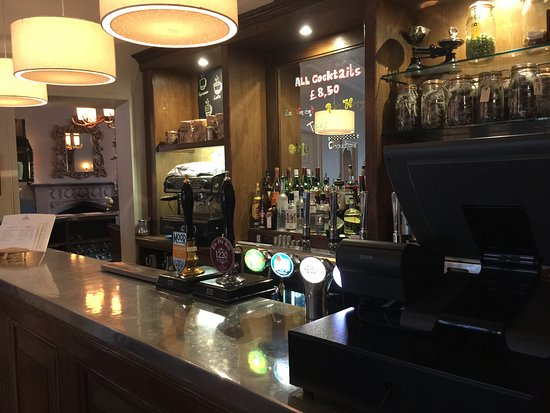 Malmesbury, UK: 一樓的小酒吧
