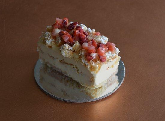 Inverloch, Australia: Mimosa (gf)- custard, fresh strawberries, vanilla sponge