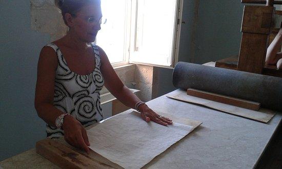 """Museo del Papiro """"Corrado Basile"""": Demostración del proceso"""