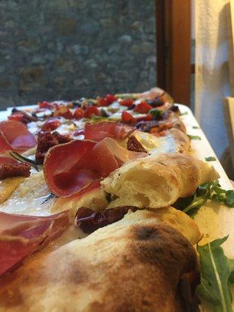 Сан-Донато-ин-Поджио, Италия: Pizza in pala...alta idratazione