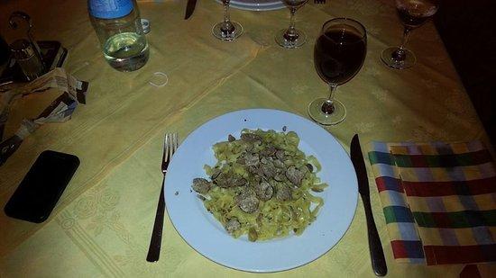 Badia Tedalda, Włochy: Tagliatelle al tartufo bianco.....