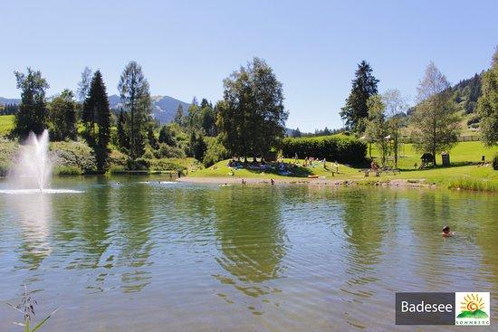 Flachau, Autriche : Badesee an der Ferienanlage